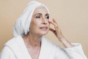 همه چیز درباره خشکی پوست ، آیا خشکی پوست باعث آکنه می شود؟